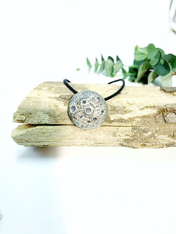 Collar Luna Llena egaliaspirit joyas hechas a mano